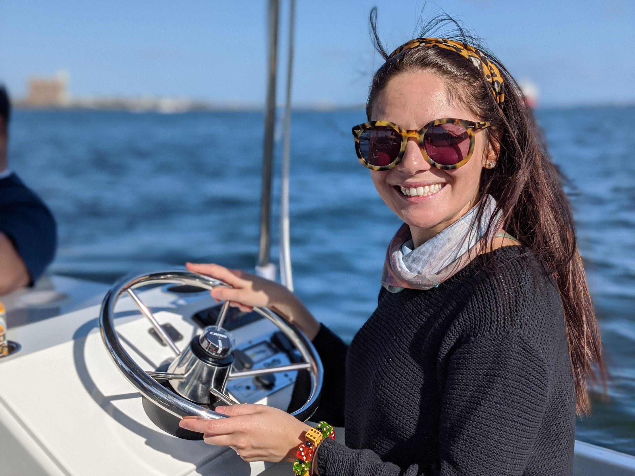 Boston Electric Boats   Capture the experience of cruising Boston Harbor